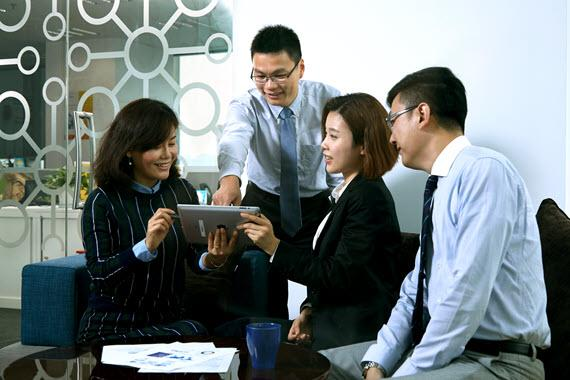 Shanghai Employees in a meeting